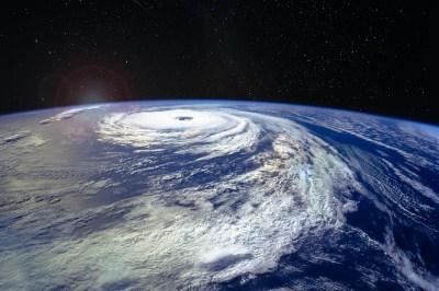 日本に毎年のようにやってくる自然現象「台風」を理系ライターが丁寧に解説