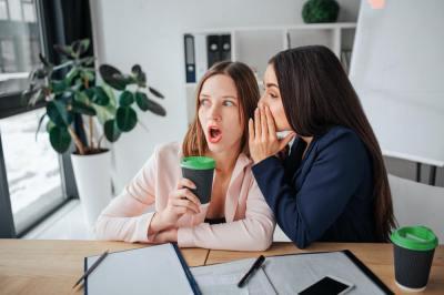 【慣用句】「口が滑る」の意味や使い方は?例文や類語を現役塾講師が解説!