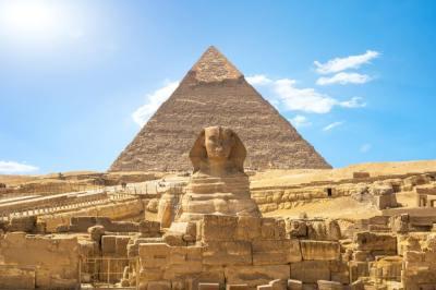 「金字塔」の意味や使い方は?例文や類語を落語家Webライターが解説!