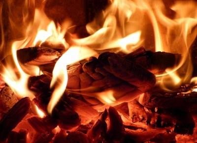 「炎の色」はなぜ違う?「温度」による変化を元塾講師が解説