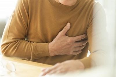 【慣用句】「胸が痛む」の意味や使い方は?例文や類語も含めて現役文系講師が詳しく解説!