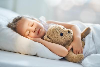 【慣用句】「枕を高くする」の意味や使い方は?例文や類語をWebライターが解説!