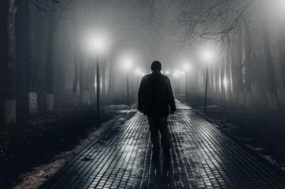 「黒い霧」の意味や使い方は?例文や類語を元広報紙編集者が解説!
