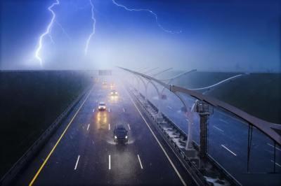 どうして落雷時にクルマの中が安全なのか?静電遮蔽について理系ライターがわかりやすく解説