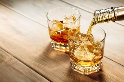 ブランデーとウイスキーの違いは原料と製造工程にあり!?糖質・カロリーは高い?雑学大好き現役大学生が解説
