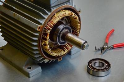 5分でわかるアンドレ=マリ・アンペールの功績!電圧の単位アンペアの由来となった学者?理系学生ライターが解説