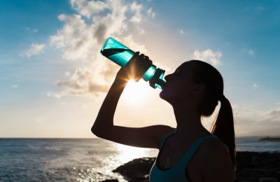 水の飲みすぎは危険?化学の視点から「水中毒」を元塾講師が解説