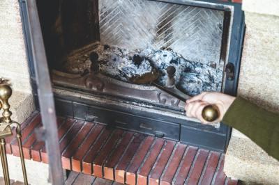炭化反応とは?炭と灰の違いは燃焼にある?理科教員免許を持つライターがわかりやすく解説