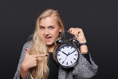 【英語】1分でわかる!「be late ○○ing」の意味・使い方・例文は?ドラゴン桜と学ぶ英語主要熟語
