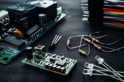 電流、電圧、抵抗とは?それぞれの関係は?理系ライターが解説!