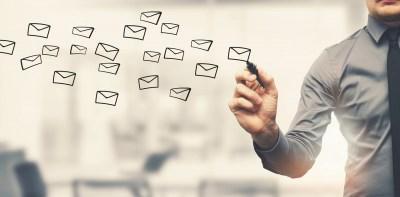 「取り急ぎ」をビジネスメールや手紙の文末で使用する場合の意味と使い方。新聞記者歴29年の筆者が解説!