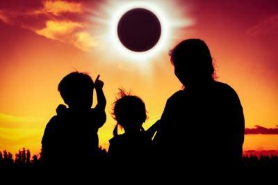 皆既日食はなぜ起こる?金環日食って何?日食のメカニズムと周期について地球科学専攻卒が5分でわかりやすく解説