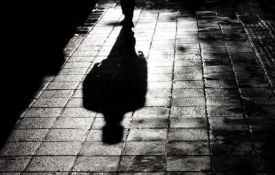 【慣用句】「影が薄い」の意味や使い方は?例文や類語をWebライターが解説!