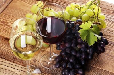 赤ワインと白ワインの違いは色だけではない!製造方法や適した料理・効能からお酒大好きライターが解説!