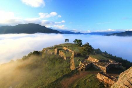 雲海にそびえ立つ「竹田城」を戦国通のサラリーマンが5分で徹底解説