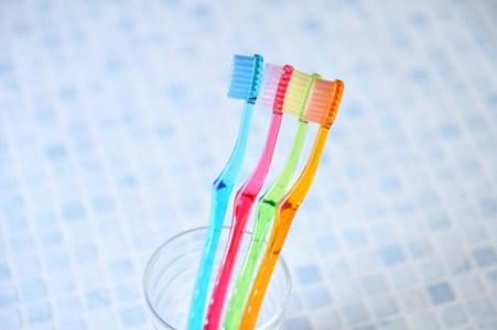 【慣用句】「歯に衣着せぬ」の意味や使い方は?例文や類語をWebライターが解説!