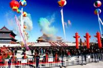It's about the first day of Longhua Temple opened to the public. The scenes are magnificent and splendid. Tens of thousands of people went there. You can't imagine that it's the biggest temple in Asia.