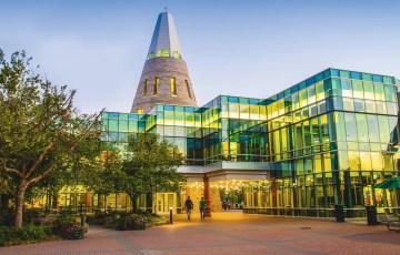 canadian universities that accept sat