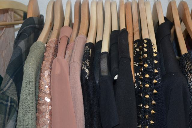 The Pros and Cons of the Fast Fashion Industry