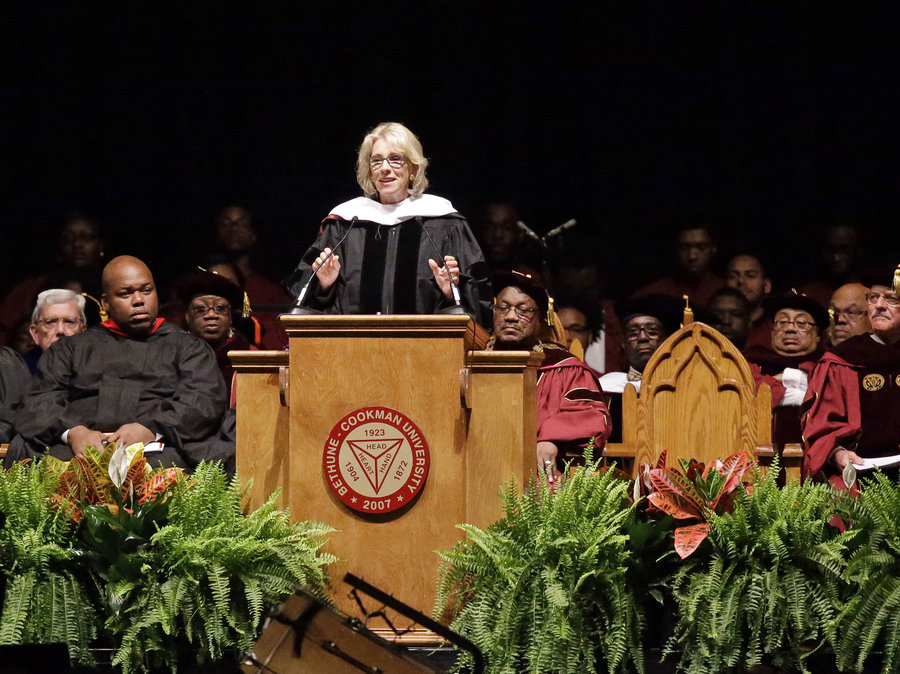 The Best (and Worst) Celebrity Commencement Speeches of 2017