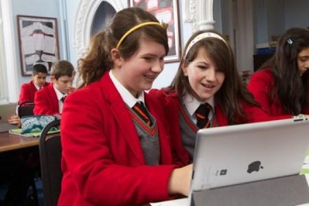 โรงเรียนระดับท็อปที่อังกฤษ จ่ายเพียงปีละ 1.2 ล้านบาท : St John's College, Cardiff