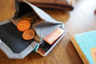 Einschubfach für Scheine und Münzfach