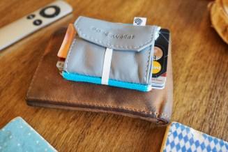 Space Wallet - Größenvergleich mit handelsüblichem Portemonnaie
