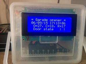 Close view with LCD showing door status