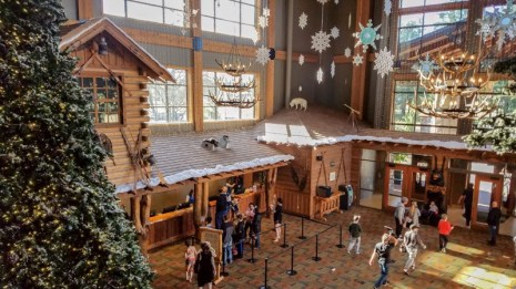 Festive holiday decorations in the lobby at Great Wolf Lodge in Grand Mound, WA | © Stuffed Suitcase