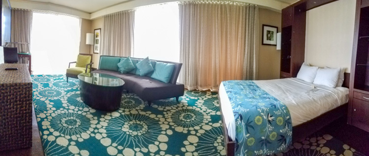 Love the fresh colorful decor of this penthouse suite at the DoubleTree Alana Waikiki Beach / © Stuffed Suitcase