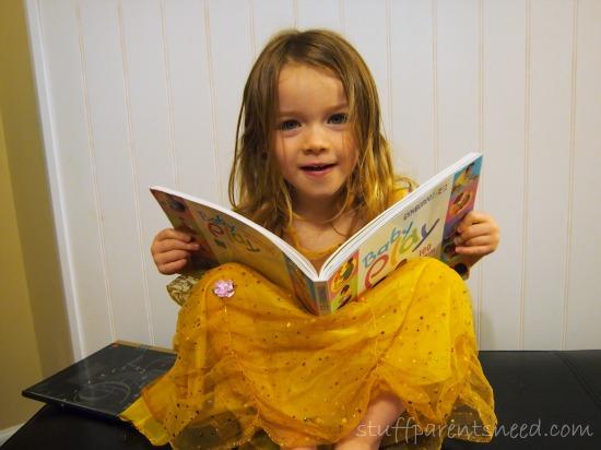 disney princess dress up game: reading books like Belle
