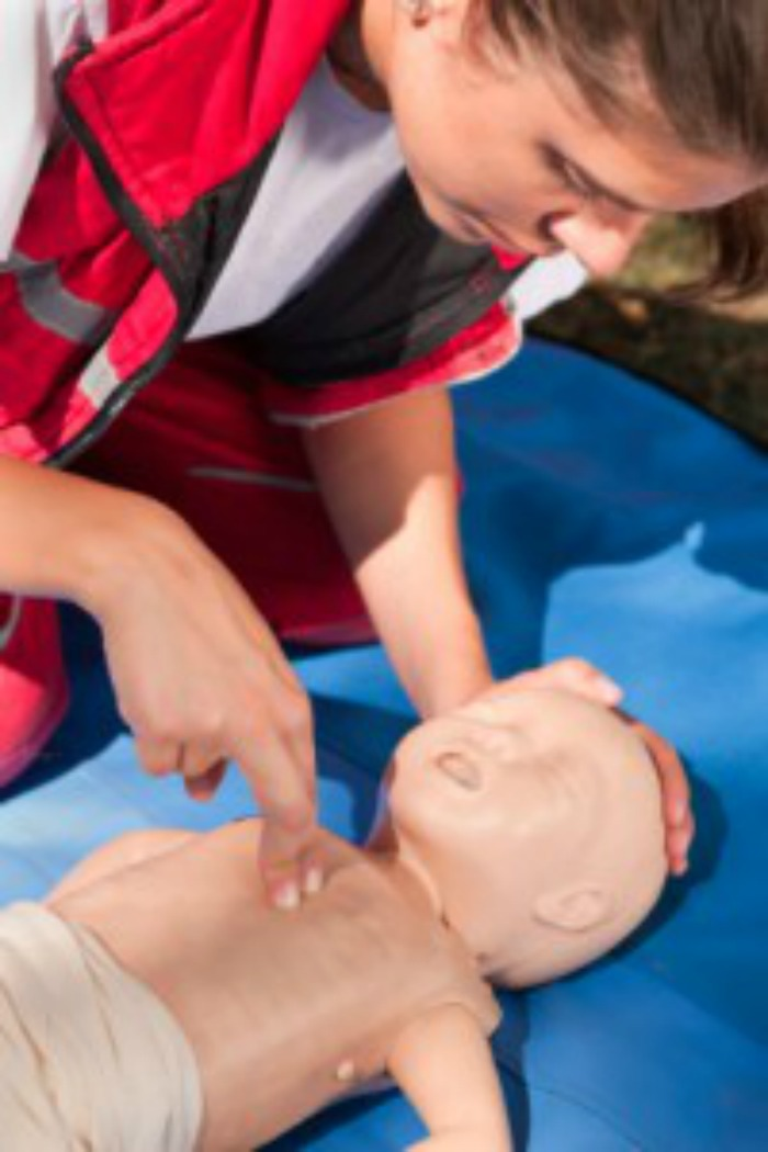 how to perform cpr on a child