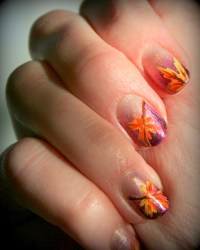 11 Festive Fall Leaf Nail Designs