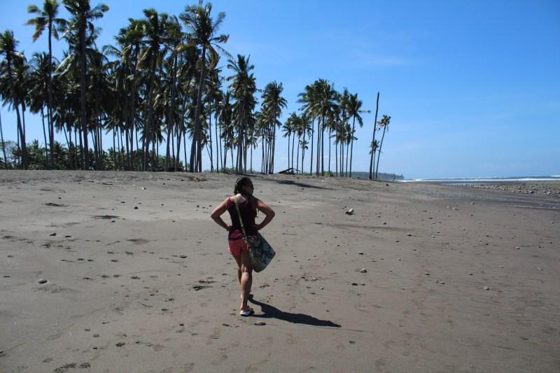 Walking along Medwei beach