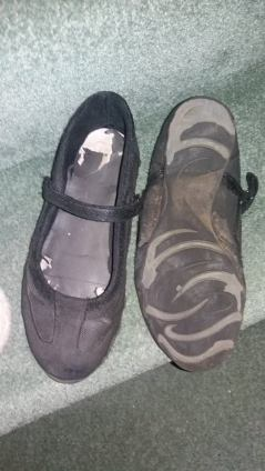 Very Well Worn - Black Pumps - Size 6