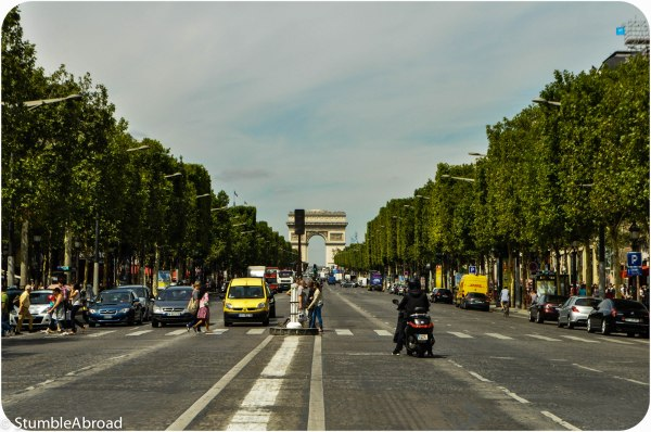 Parisforkids Toddling Sur Les Champs-lyses Stumble