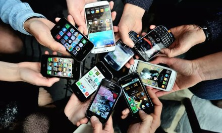 IELTS Writing Sample 9 – Mobile phones should be banned like smoking?