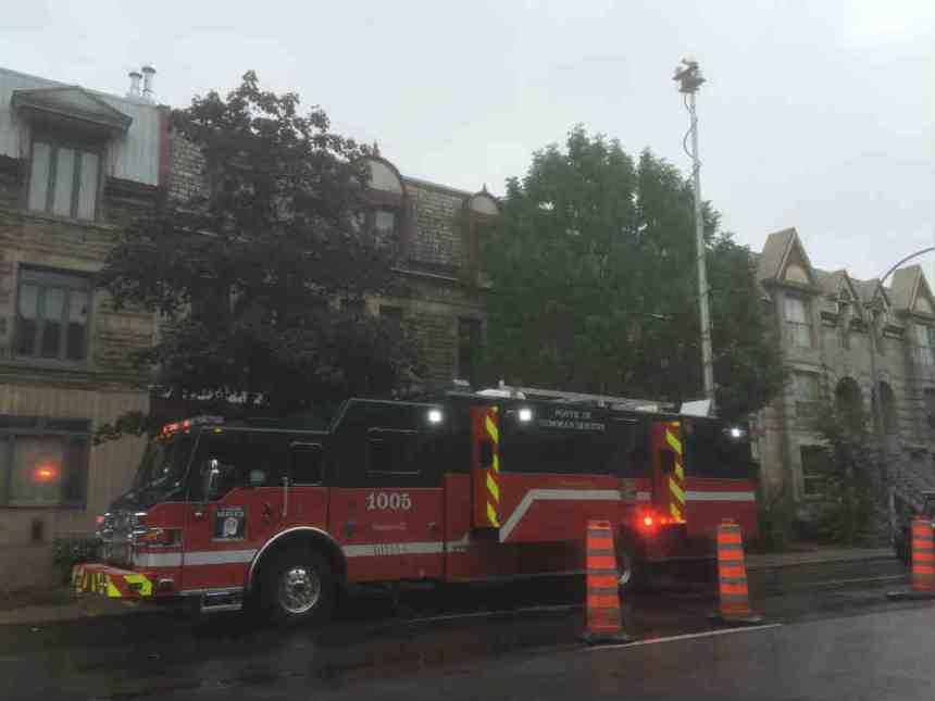 Le poste de commandement des incendies de Montréal est sur place