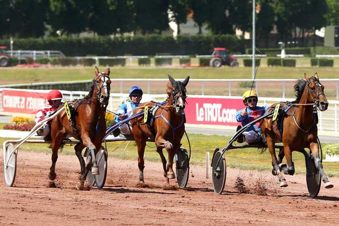 Chanson d'Anour, der er meget tæt beslægtet med Racer Bourbin vinder for Jean Pierre Dubois. Foto Scoop Dyga