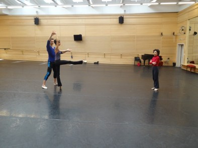 Georgettes Tsinguirides,Myriam Simon and Evan McKie in the studio: with a rake of 5 % !