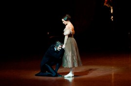 Miriam Kacerova (Tatiana) and Alexander Jones (Onegin) in the third act.