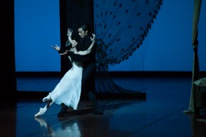 Anna Osadcenko and Jason Reilly in the mirror pas de deux