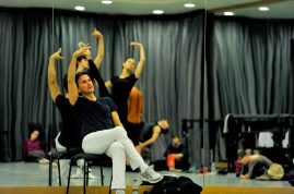 """Tamas Detrich rehearsing for the first performance of """"The Taming of the Shrew"""" with Miriam Kacerova and David Moore as Bianca und Lucentio."""