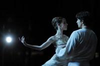 David Moore as Romeo, Elisa Badenes as Juliet