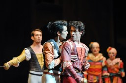 The fatal moment in act two: Constantine Allen as Romeo, Pablo von Sternenfels as Mercutio and in the back Robert Robinson as Tybalt