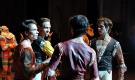 Dramatic scene in the second act: Louis Stiens as Benvolio, Roman Novitzky as Tybalt, Pablo von Sternenfels as Mercutio and Friedemann Vogel as Romeo