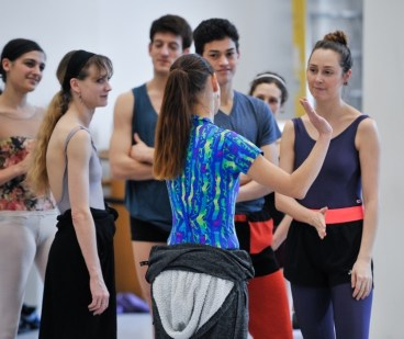 Katarzyna Kozielska with the dancers: Anouk van der Weijde, Alicia Amatriain, Fabio Adorisio, Adhonay Soares da Silva, Jessica Fyfe, Elena Bushuyeva (f.l.t.r.)
