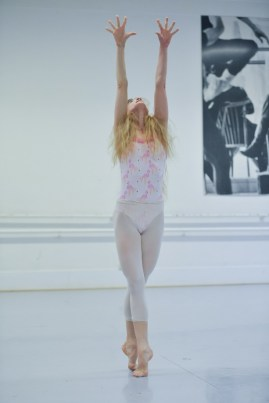 Alicia Amatriain in the studio rehearsing Maurice Béjart's Bolero