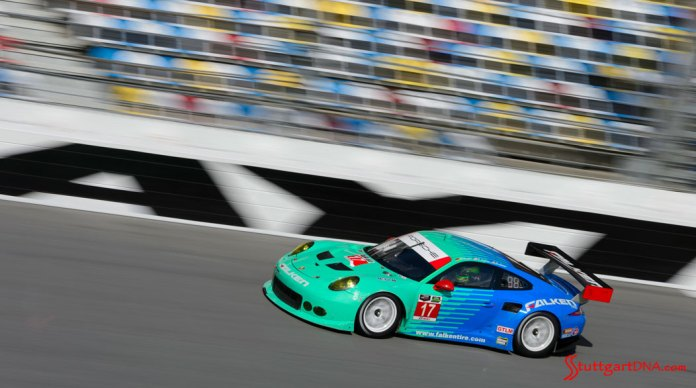 Porsche Motorsport 2015 Daytona 24 preview: Patrick Long testing at speed in the Falken Tire 911 RSR on the Daytona banking, 2015. Source: PMNA