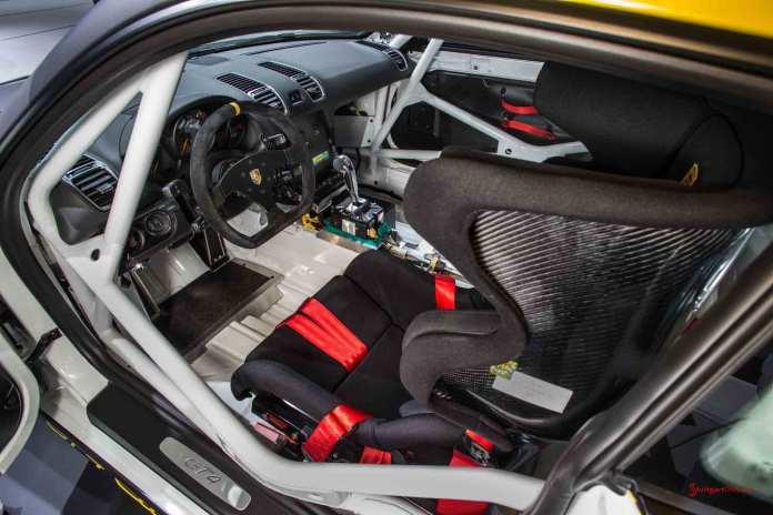 Cayman GT4 Clubsport 2015 LA debut: GT4 Clubsport LA debut driver interioR. Credit: Porsche AG